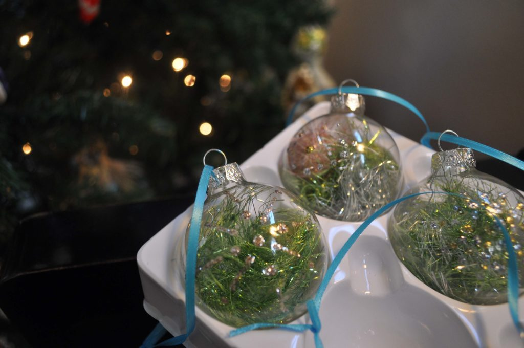 Make Glitter Ornaments at laurabraydesigns.com