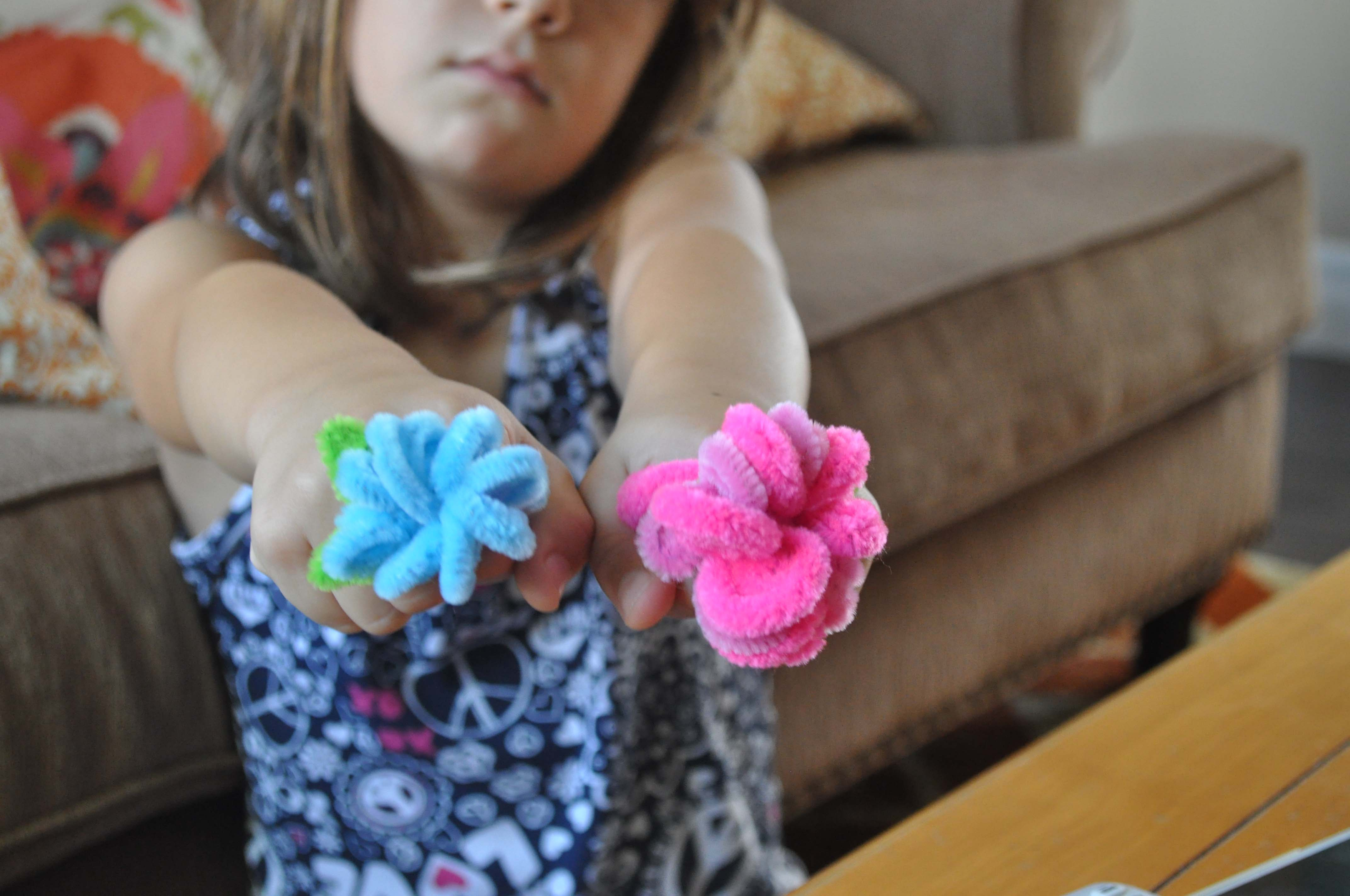 Pipe cleaners for crafts - Crafts For Kids Pipe Cleaner Flower Rings At Www Laurabraydesigns Com