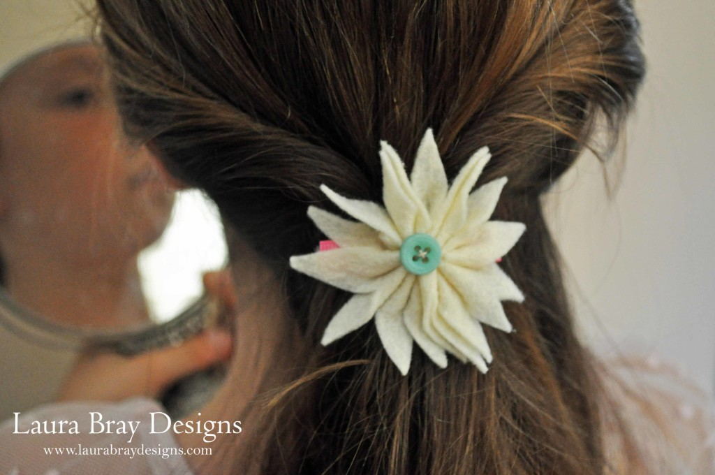 DIY Felt Flower Hair Clips: LauraBrayDesigns.com