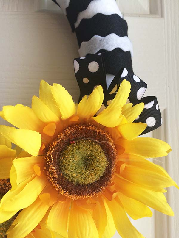 Sunflower Wreath Close_up